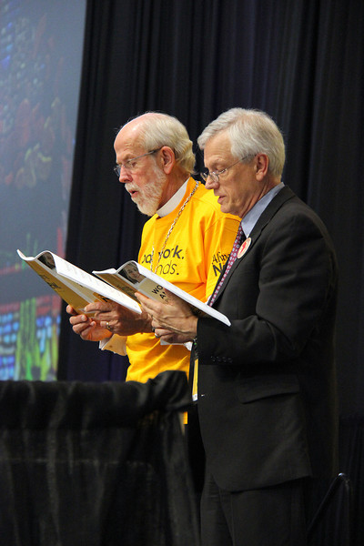 Presiding Bishop Mark S. Hanson and David Swartling, secretary of the ELCA, sing during plenary.