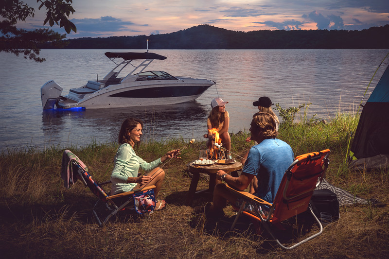 2021-SDX-270-Outboard-SDO270-lifestyle-starboard-family-camping-accent-lighting-twilight-01033-select.jpg