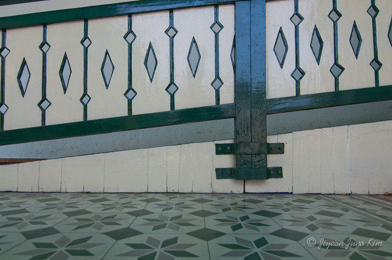Floor and the railing