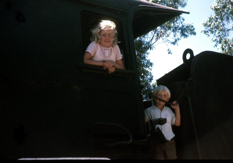1974-1 (18) Wonthagi Susan 8 yrs 6 mths &  Andrew 4 yrs 5 mths.jpg