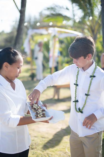 gillin beach kauai wedding-136.jpg
