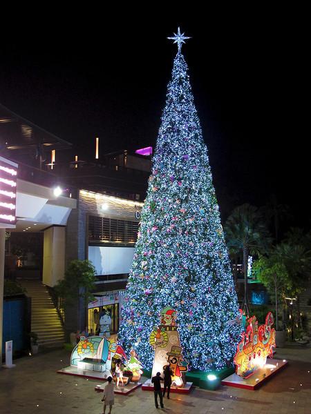Pattaya - december 2009 Christmas tree at Central Festival Mall