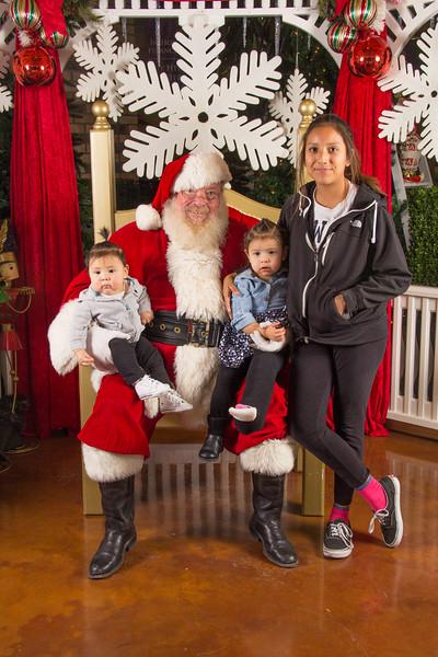 Santa 12-16-17-173.jpg