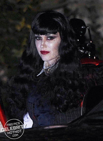 Gwen Stefani & Gavin Rossdale Dress Up As Dracula and his Bride For Halloween!