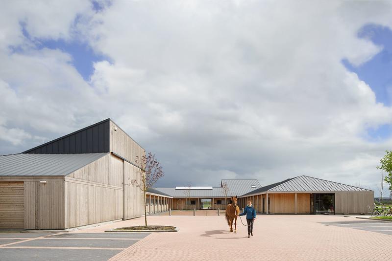 Paardenpension Lentevreugd. HCVA architecten.