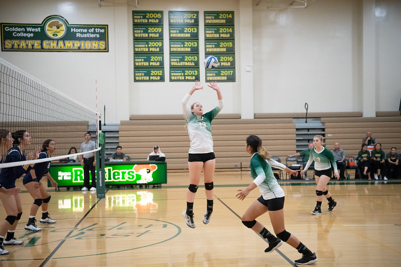 W-Volleyball-2018-10-03-6390.jpg