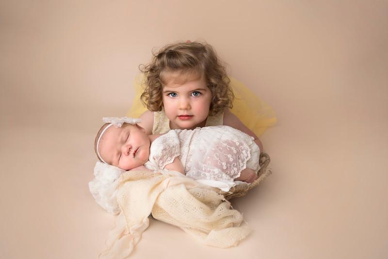 siblings-newborn-photographer_4901 Charlotte and Ryann.jpg