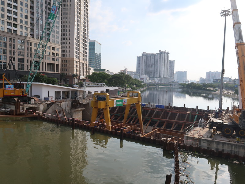 IMG_5207-d1-d4-flood-barrier.JPG