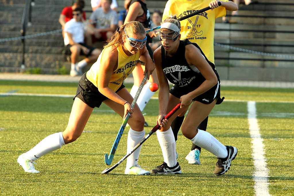 . Scott LaPrade photo - Lun Olivia Proctor and Oak\'s Maddie Moran fight for the ball
