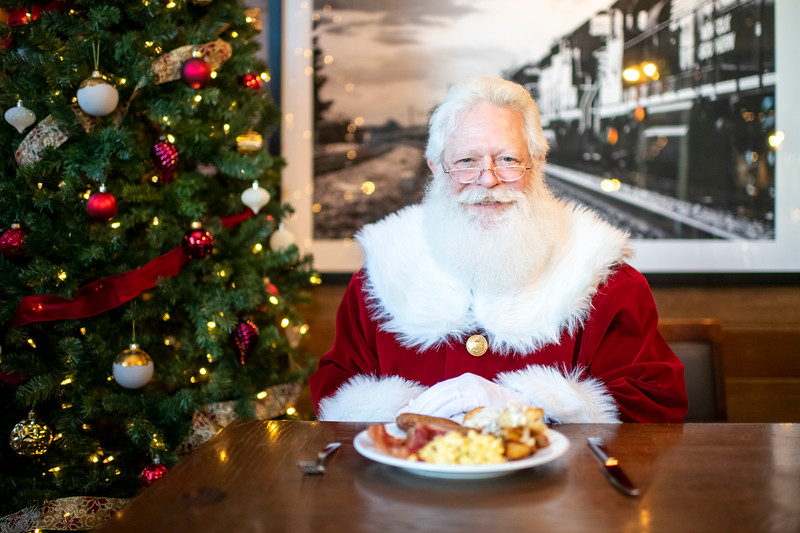 Avalon_BreakfastWithSanta_2019_9794.jpg