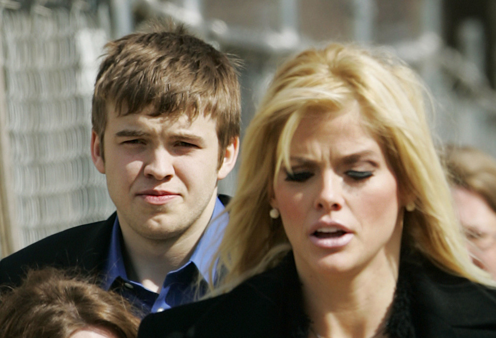 . **FILE**Anna Nicole Smith, right, leaves the U.S. Supreme Court in Washington with her son Daniel Smith in this  Feb. 28, 2006 file photo.  A Bahamas jury determined Monday, March 31, 2008,  that Daniel died from an accidental drug overdose. The seven-member jury recommended no criminal charges. The son of the former Playboy playmate died in September 2006 after coming to the Bahamas to meet his new baby sister. His mother died early the next year. (AP Photo/Manuel Balce Ceneta)
