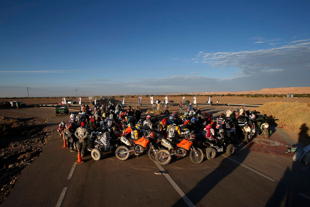 Description of . Riders gather to fill their motorcycle tanks during the untimed 7th stage of the Dakar Rally 2013 from Calama to Salta, January 11, 2013. REUTERS/Ivan Alvarado