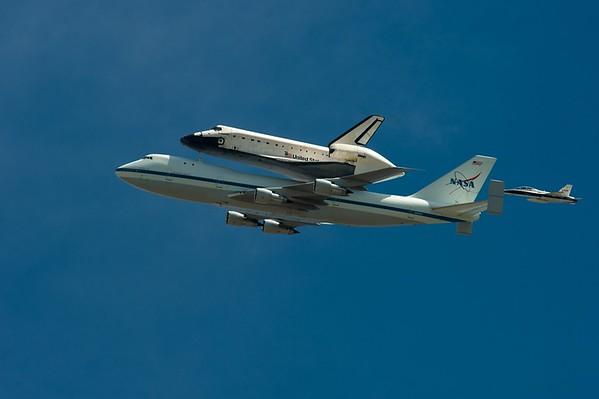 2012 0921 Space Shuttle Endeavor Flyby