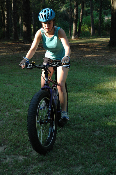Kayla is in for a treat this week. She's going to try rockin' P-Snoop the Pugsley around our eastside trails. After dropping the saddle height and tire pressure, K was easliy spinning the 45 lb+ beast around on a test ride.