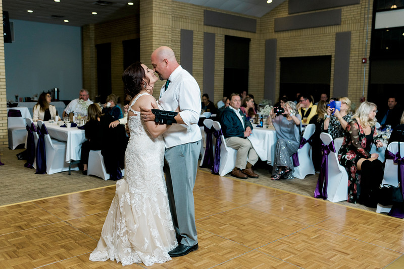 chateau-on-the-river-trenton-michigan-wedding-0390.jpg