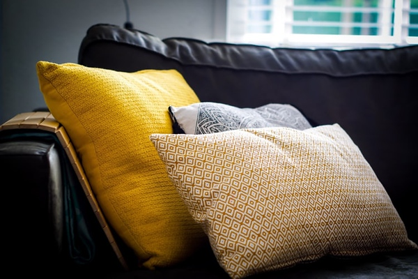 The art of decorating with pillows