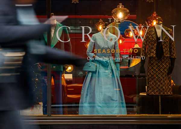 28/11/18 - The Crown : Season Two - Costumes