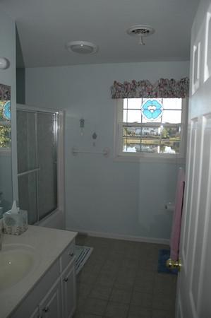DSC_0639 2nd Bathroom.jpg