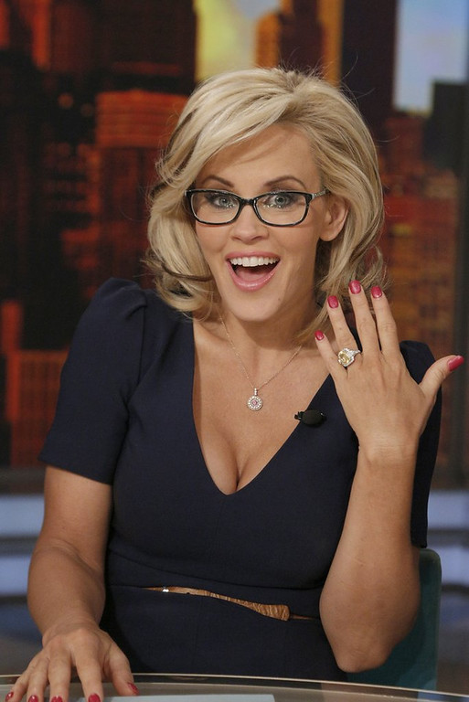 """. <p>10. (tie)  JENNY McCARTHY <p>Engagement? We hear they have a good vaccine for that. (unranked) <p><b><a href=\'http://www.thedailybeast.com/articles/2014/04/16/jenny-mccarthy-says-she-s-never-been-anti-vaccine-yeah-right.html\' target=\""""_blank\""""> HUH?</a></b> <p>    (AP Photo/ABC, Heidi Gutman)"""