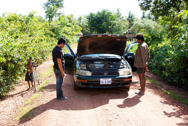 In the middle of nowhere in the country side of Cambodia having problems with the car. A lot of friendly people offer their help and the problem was solved.
