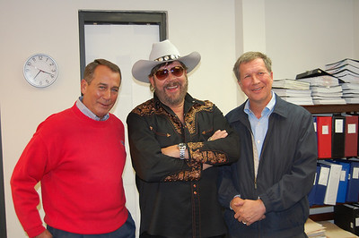 Hank Jr. campaigns for Ohio soon to be Governor John Kasich