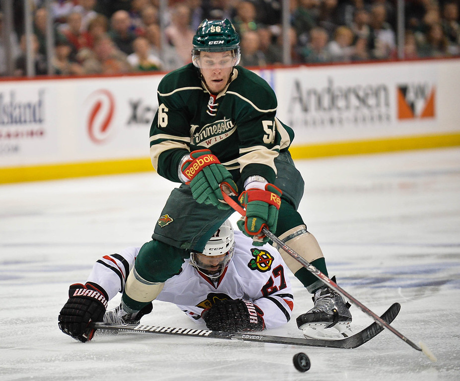 . Wild left wing Erik Haula shakes off Blackhawks defenseman Johnny Oduya before he winds up to score during the second period. (Pioneer Press: Ben Garvin)