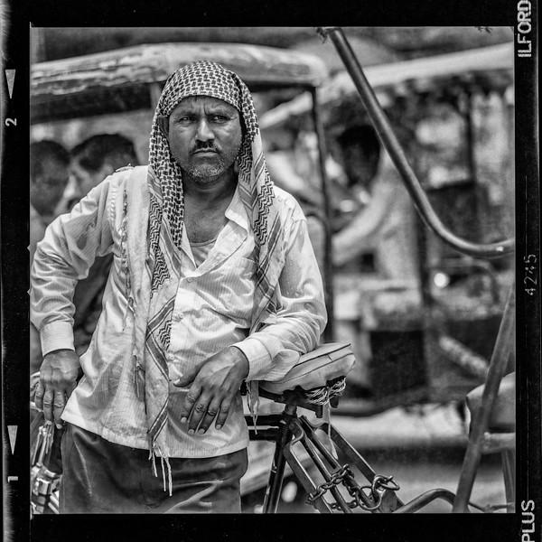 rickshaw-waiting2B.jpg