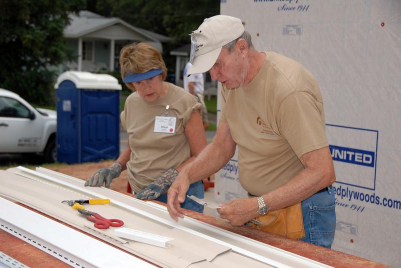 Faithful Fuller Center volunteers Mimi and Bob Crawley. cl