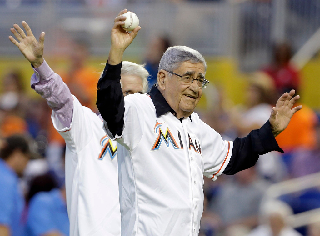 """. FILE - In this Friday, Sept. 27, 2013, file photo, Felo Ramirez, the Cuban-American Spanish language radio announcer for the Miami Marlins, waves to the crowd before throwing out a ceremonial pitch before a baseball game between the Marlins and Detroit Tigers, in Miami. Rafael \""""Felo\"""" Ramirez, a Hall of Fame baseball radio broadcaster who was the signature voice for millions of Spanish-speaking sports fans over three decades, died Monday, Aug. 21, 2017. He was 94. (AP Photo/Lynne Sladky, File)"""