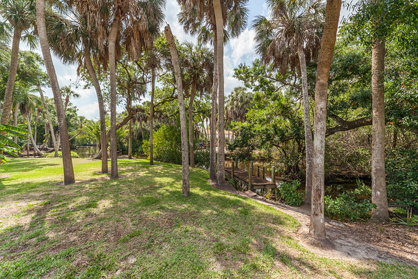 372 Sharwood Drive, Naples, FL