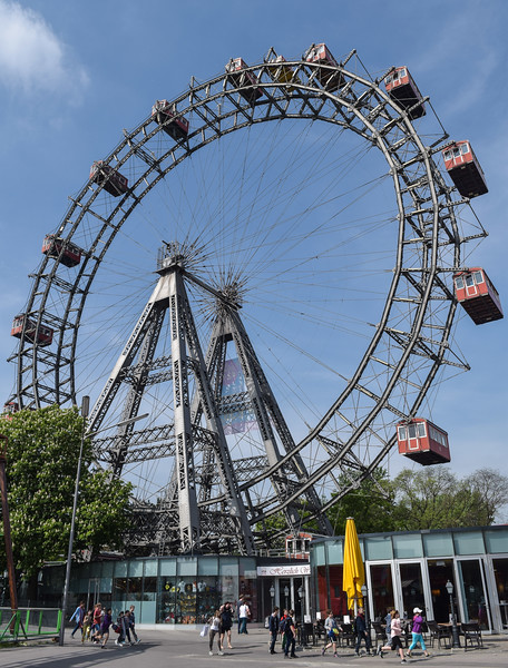 Vienna: Prater amusement park; the Wiener Riesenrad (constructed 1897)