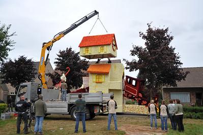 Bloemencorso 2009 - Klaarzetten van de wagens