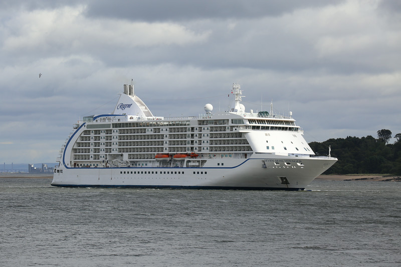 Seven Seas Voyager is anchored slightly upriver of Hound Point