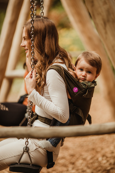 Izmi_Baby_Carrier_Olive_Lifestyle_Back_Carry_Swing_Side.jpg