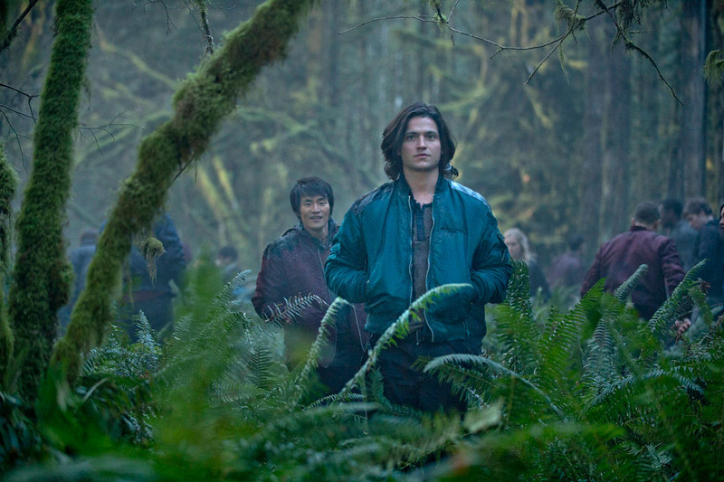 . The 100 -- Pictured (L-R): Chris Larkin as Monty and Thomas McDonell as Finn (Photo by Cate Cameron/The CW)