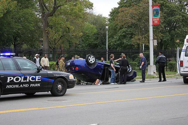 Highland Park Woodward Ave Crash
