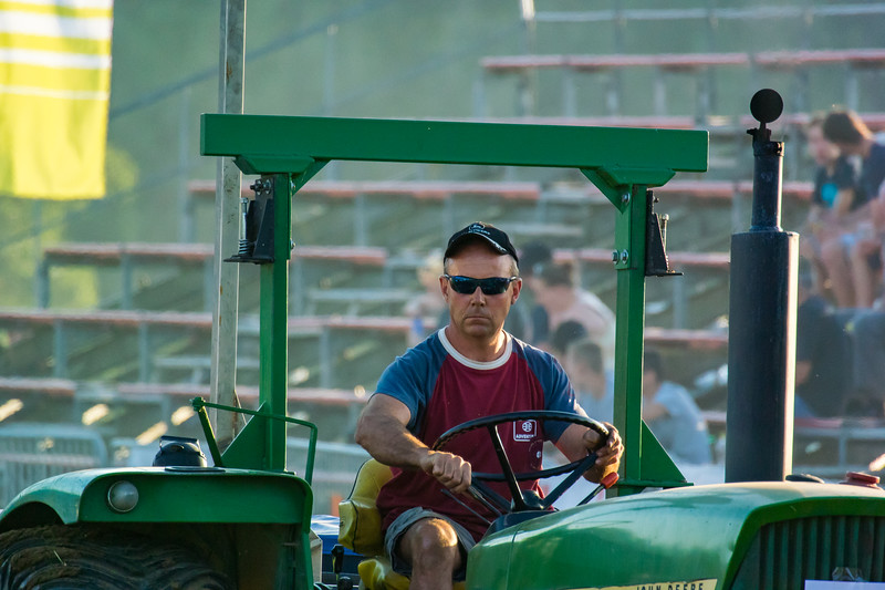 Tractor Pulling 2015-9147.jpg