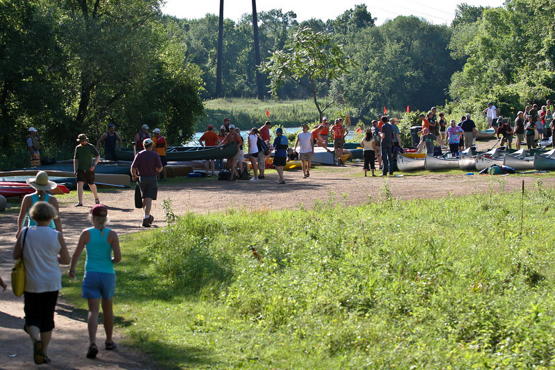 Around 9AM things really kicked into high gear as the first boats hit the water and paddlers flocked to the riverfront.