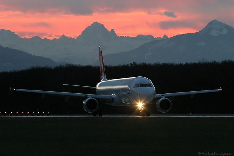 HB-IJK A320 Swiss International Air Lines @ Geneva Switzerland 27Dec03