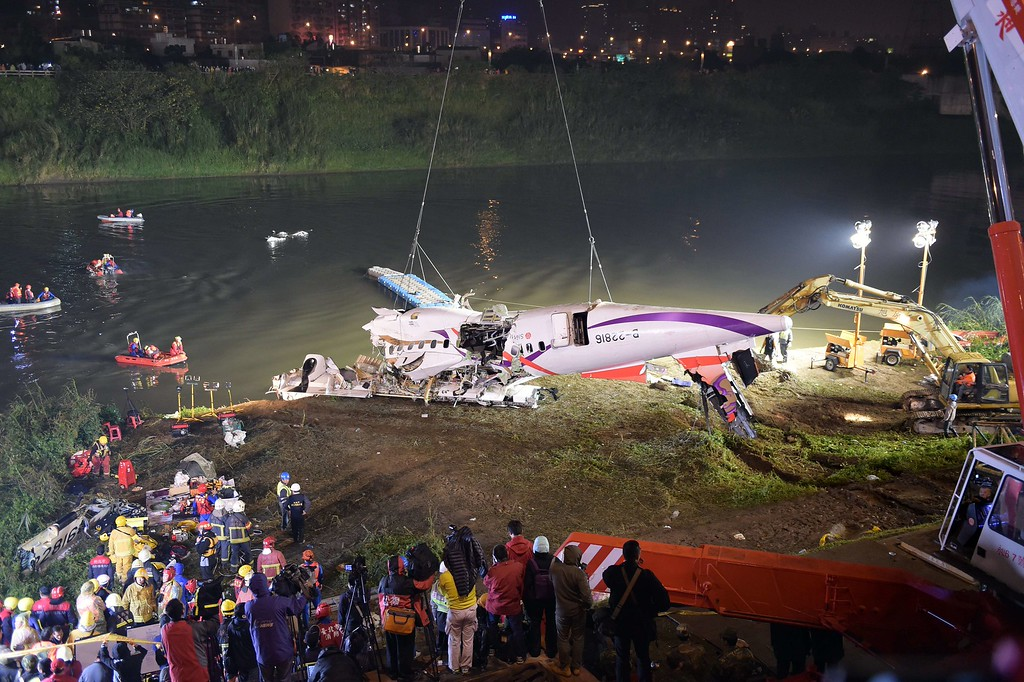 . Rescuers lift the wreckage of the TransAsia ATR 72-600 out of the Keelung river at New Taipei City on February 4, 2015.  At least 23 people were killed when a passenger plane operated by TransAsia Airways clipped an overpass soon after take-off and plunged into a river in Taiwan, the airline\'s second crash in seven months.   AFP PHOTO / SAM YEHSAM YEH/AFP/Getty Images