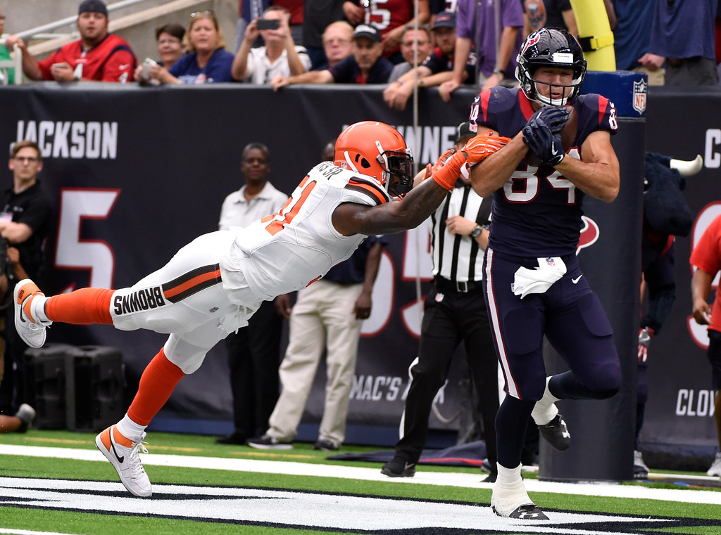 . Cleveland Browns linebacker Jamie Collins Sr. (51) is unable to stopHouston Texans tight end Ryan Griffin (84) from catching a pass in the end zone for a two-point conversion in the first half of an NFL football game, Sunday, Oct. 15, 2017, in Houston. (AP Photo/Eric Christian Smith)