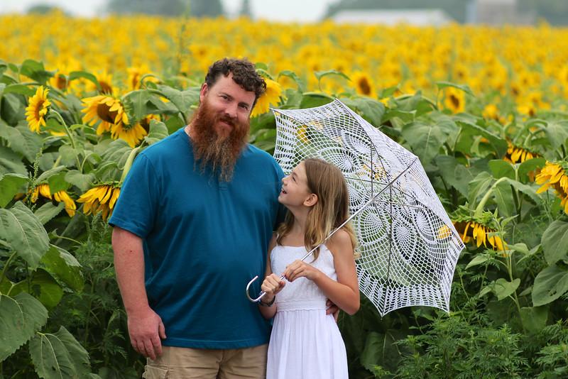 FamilySunflowers_ 118.jpg