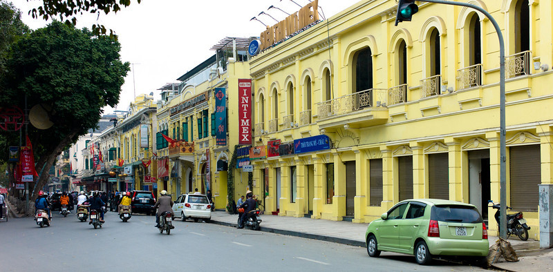 A lakeside street in Hanoi, Vietnam near Thap Rua, the Tortoise Tower in Hoàn Kiếm Lake.