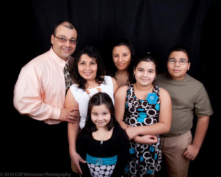 Fuentes Family Portraits-8529.jpg