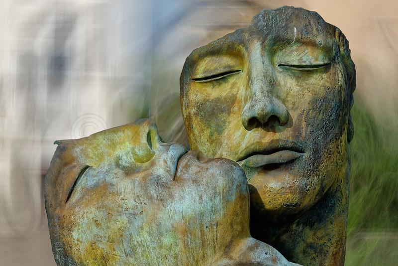 Saint-Tropez Harbort, Etenral Love, Hommage à Igor  Mitoraj