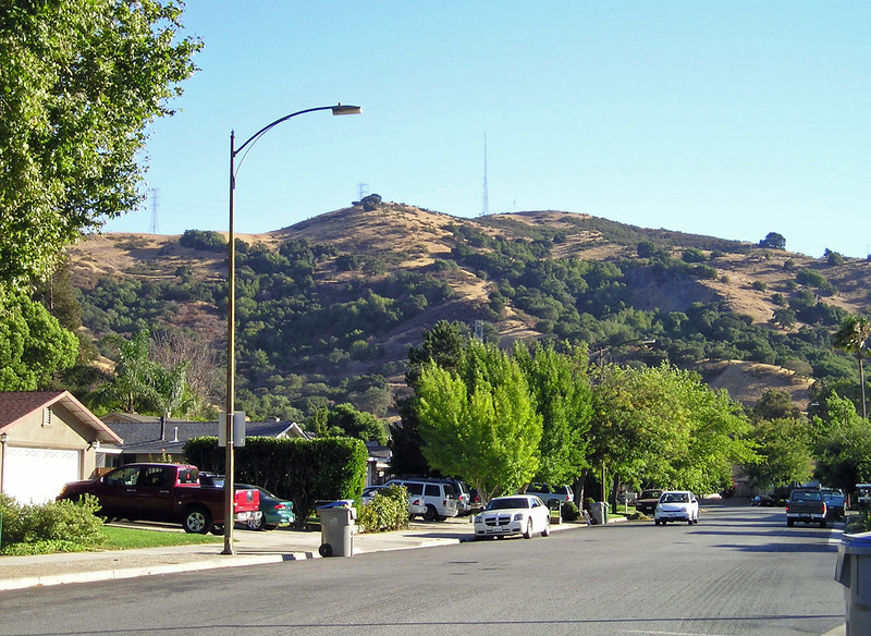 Our destination: Coyote Peak, crowned by radio towers. Just a few blocks away it rises abruptly from the valley floor and towers 1000 feet higher.