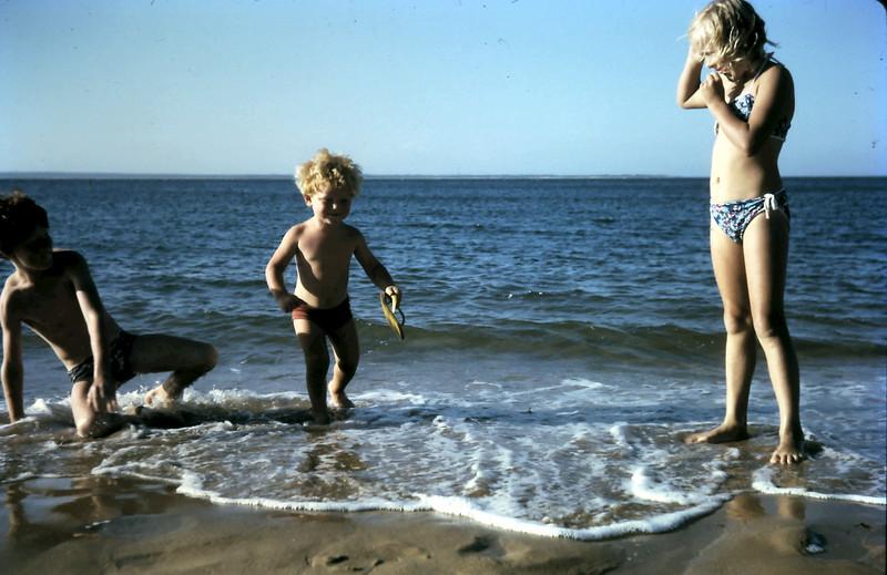 1974-1 (23) David 10 yrs 1 mth, Allen 2 yrs 8 mths, Susan 8 years 6 mths @ Cowes.JPG