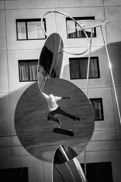 ALEX_ULLMANN_SWITCH_FLIP_REFLECTION_LEITZ_PARKIII.jpg