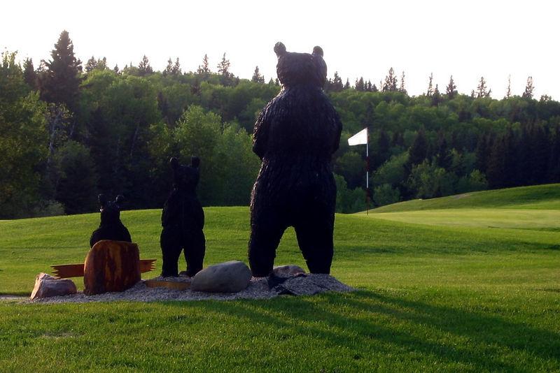 welcoming bears at the 18th green at Clear Lake