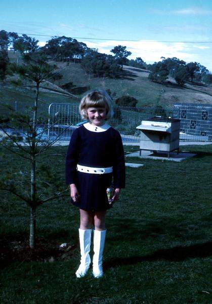 1972-7-23 (3) Susan 7 yrs.jpg